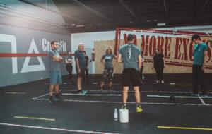 Gruppo Crossfit durante l'allenamento