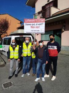 Gruppo tandem Polisportiva con cartello per Giovanni Ellena