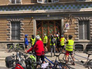 Gruppo tandem esplora palazzina liberty nel centro di Torino